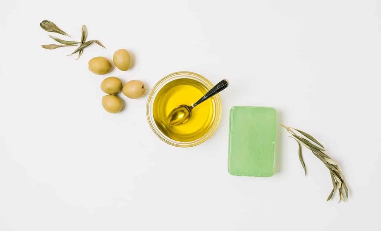 piling sa maslinovim uljem- nega koze ruku